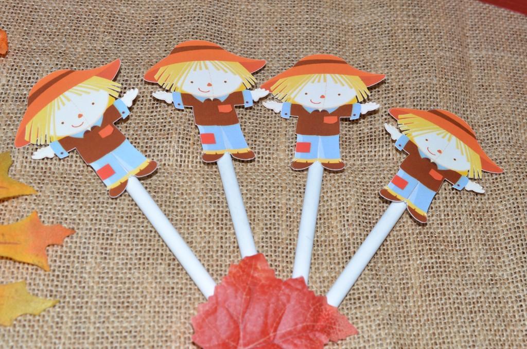Scarecrow pens upclose