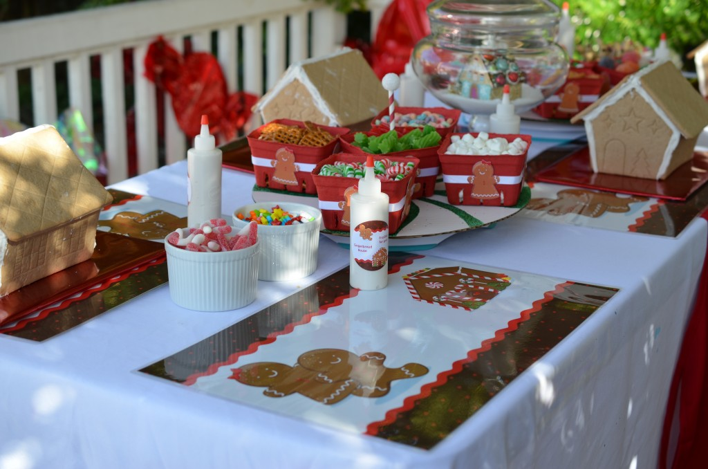 gingerbread party - placemats and round stickers on frosting bottle